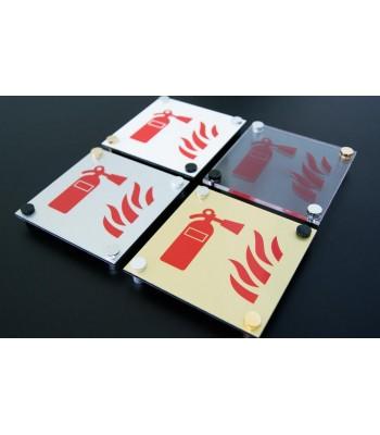 Plaque signalétique sur entretoises design