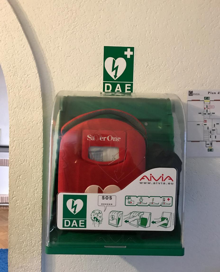 defibrillateur avec alarme d'ouverture